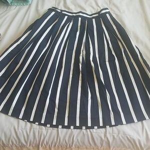 Liz  Clairborne skirt with pockets